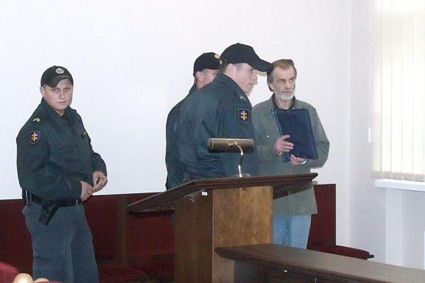 Pedofilas veteranas iš žurnalistų siekia prisiteisti 1,5 mln. litų