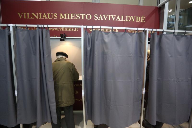 Iš anksto Vilniuje balsuoja minios studentų