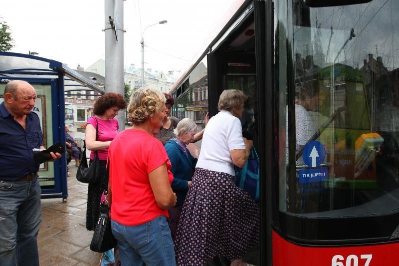 Savaitgalį autobusų maršrutai drieksis iki Karmėlavos ir Ledos kapinių