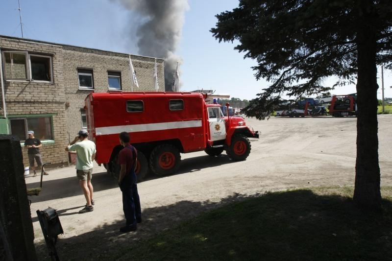 Klaipėdos dangų aptemdė tiršti gaisro dūmai