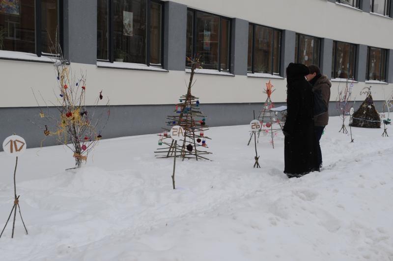 Vilniaus centrą papuošė neįprastos gimnazistų eglutės