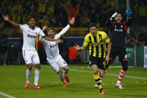 """Keturis įvarčius įmušęs R. Lewandowskis varė į neviltį """"Real"""" komandą"""