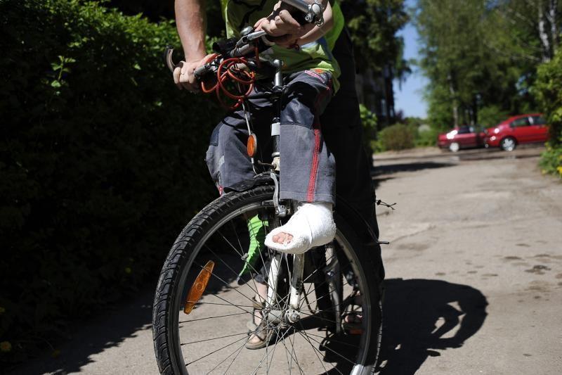Kauno gatvių duobės žaloja ir dviratininkus