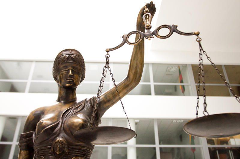 Teismas: rusiškai per posėdį kalbėjusi teisėja buvo neprincipinga