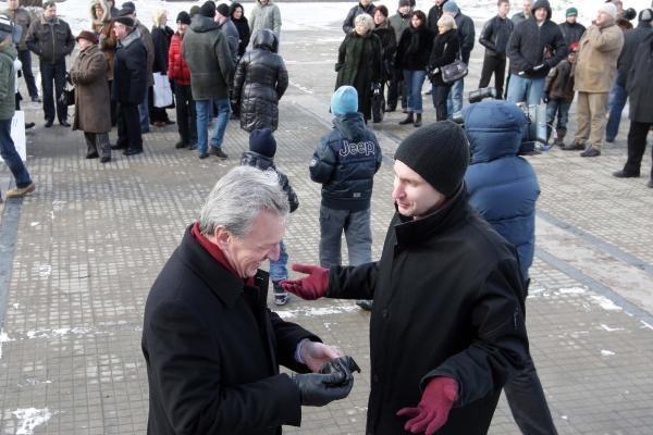 Protestuotojai prieš pedofiliją reikalavo daugiau prokurorų galvų (papildyta)
