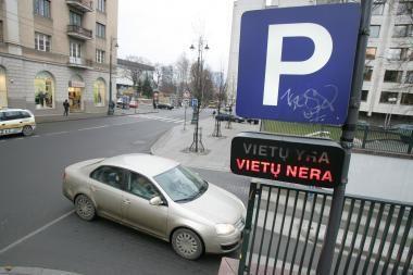 11 gyvenimo mėnesių vairuotojai ieško, kur palikti automobilį