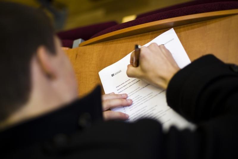 Į kitą Konstitucijos egzamino etapą pateko 900 iš 32 tūkst. dalyvių