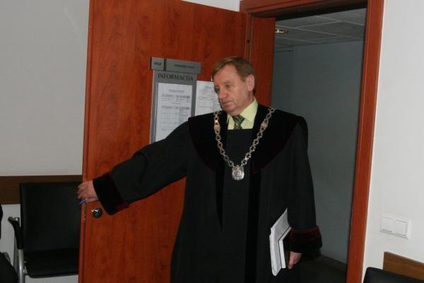Teisme nepasirodęs A.Vidžiūnas prašo neatimti teisės vairuoti (atnaujinta)