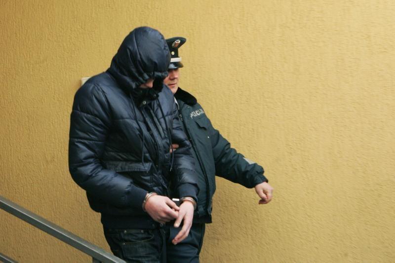 Teismas leido suimti dar tris įtariamus buto padegėjus