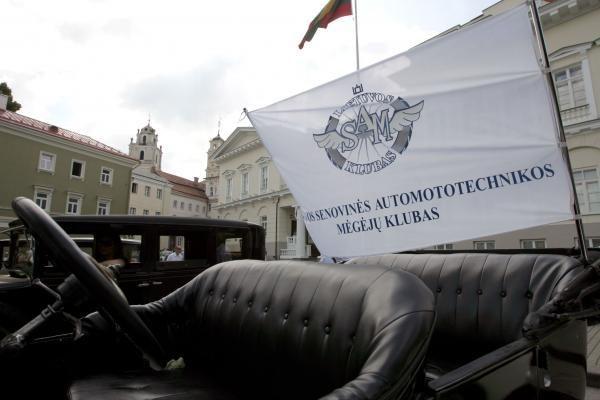 Po istorines Lietuvos vietas - senoviniais automobiliais