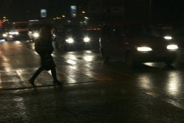 Automobilio partrenkta moteris pati kreipėsi pagalbos