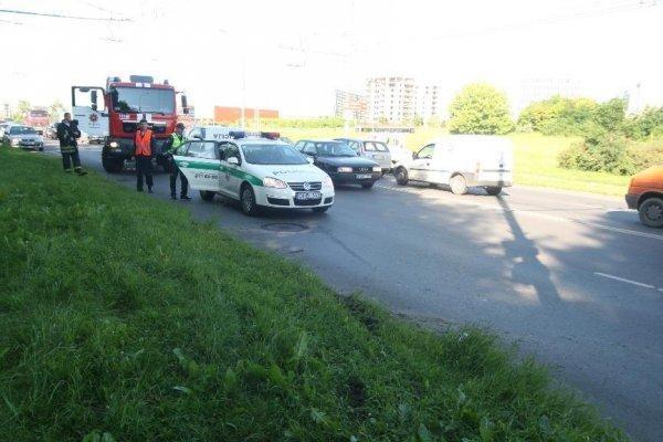 Avarija sostinėje: gelbėtojai vadavo vairuotoją