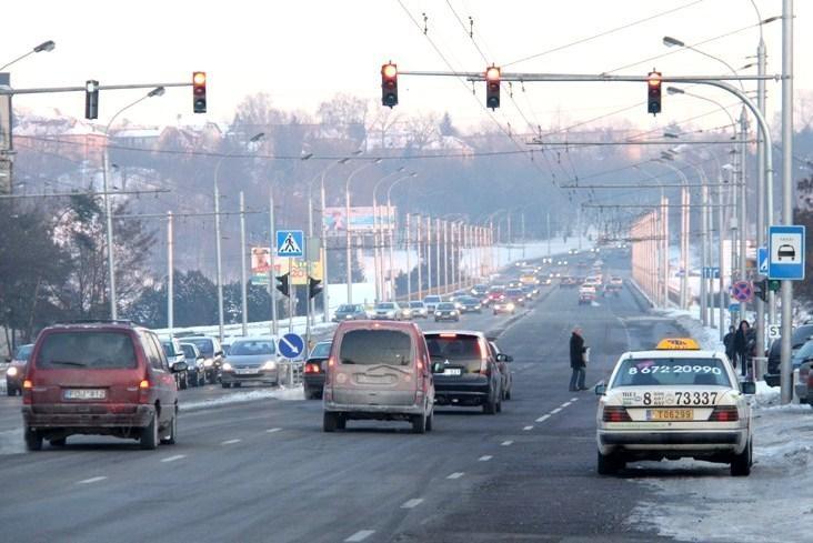 Varnių gatvėje pradėjo veikti naujas šviesoforas