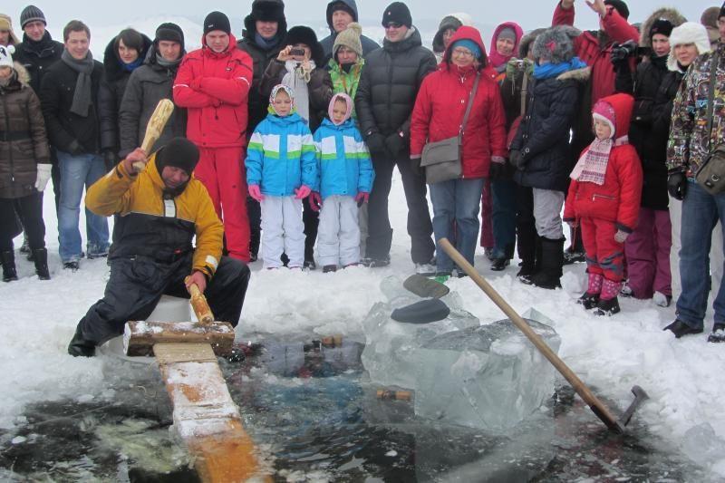 Neringoje žvejai stintas gaudė senoviškai