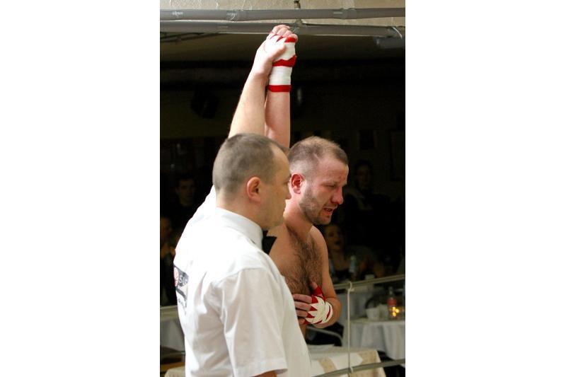 Barmenas atsilaikė: bokso ringe jo nepatiesė trys varžovai