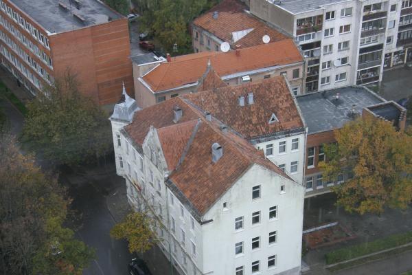 Audra Klaipėdoje nuplėšė mokyklos stogą