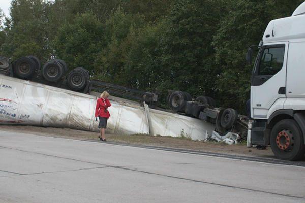 Ratą pametęs ir sunkią avariją sukėlęs vilkiko vairuotojas paspruko
