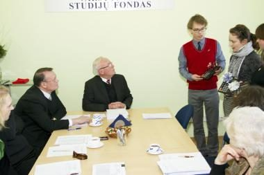 Studentai: planuojant studentų socialines stipendijas apsiskaičiuota dviem milijonais litų
