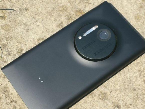 """""""Nokia EOS"""" telefonas iš tikrųjų turės """"Lumia 1020"""" vardą"""