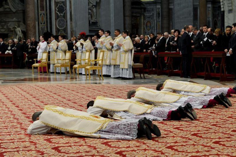 Popiežius Šv. Petro bazilikoje į vyskupus įšventino ilgametį padėjėją