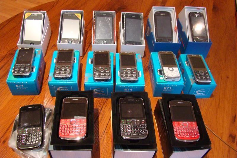 """Vilnietis prekiavo """"iPhone"""" ir """"BlackBerry"""" telefonų klastotėmis"""