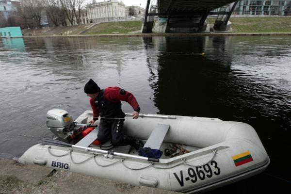 Į Nerį įlėkęs automobilis rastas po Mindaugo tiltu (papildyta)