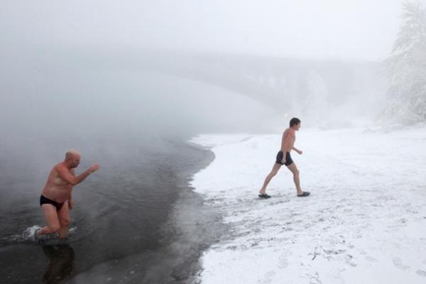 36 laipsniai šalčio tinka maudynėms