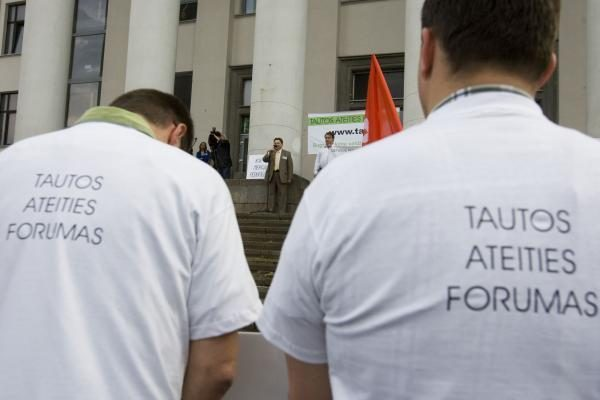 TAF mitinge raginimai sodinti prokurorus