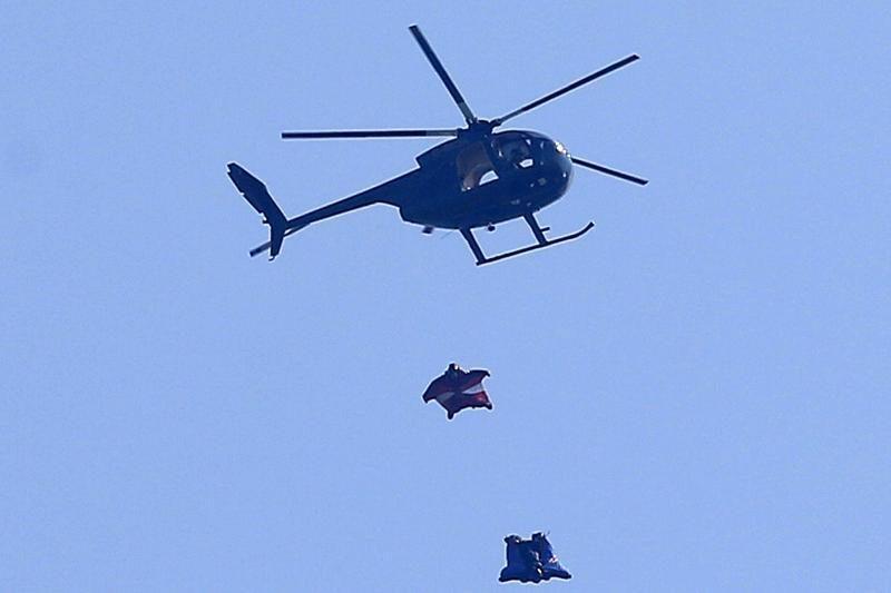 Britų kaskadininkas be parašiuto iššoko iš orlaivio