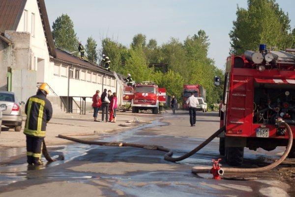 Per gaisrą Lentvaryje uždaryta viena pagrindinių gatvių