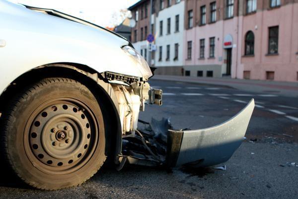 Į tarnybą vykęs pareigūnas sukėlė avariją ir pabėgo
