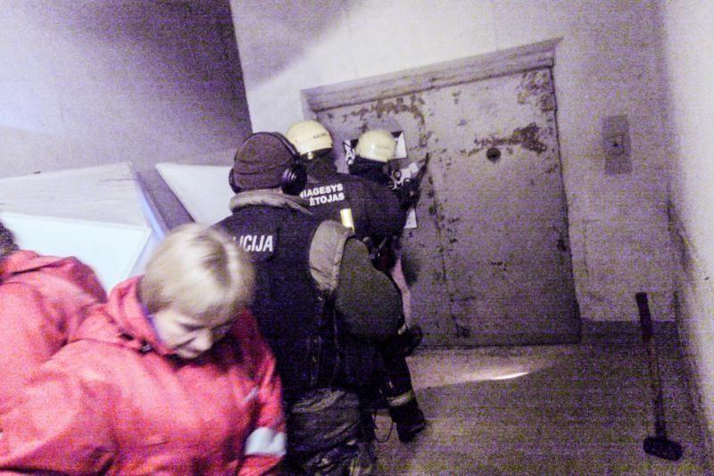 Buvusioje Kauno gamykloje į lifto šachtą įkrito du žmonės