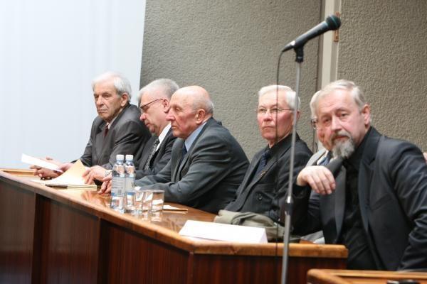 Šventiniame tarybos posėdyje – prisiminimai apie algas