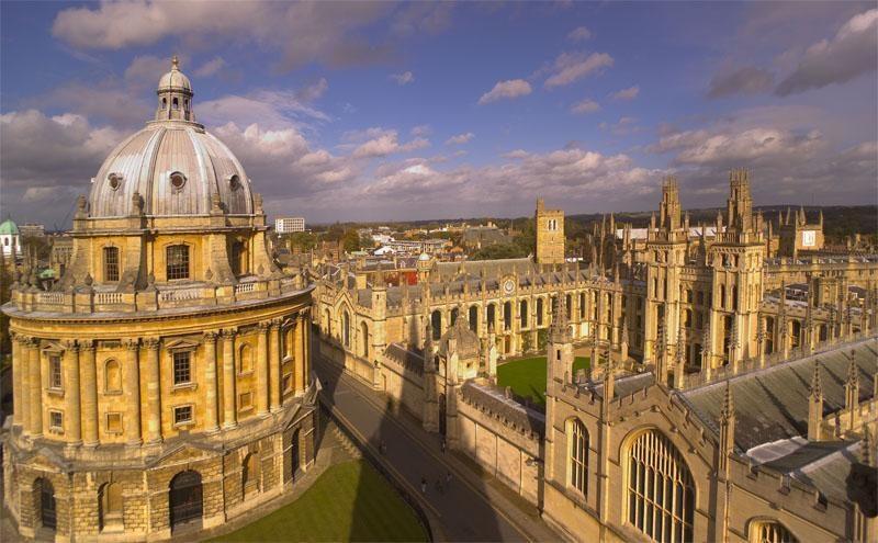 Emma Watson grįžta prie mokslų ir pradeda studijas Oksforde
