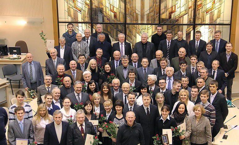 Apdovanoti geriausi miesto sportininkai ir jų treneriai