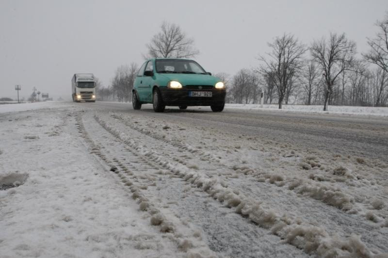 Uostamiesčio kelininkai nespėjo valyti sniego (papildyta)