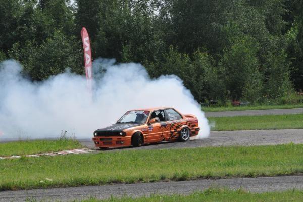 """""""Driftingo čempionatas"""": savaitgalį Šiauliai skendo dūmuose"""