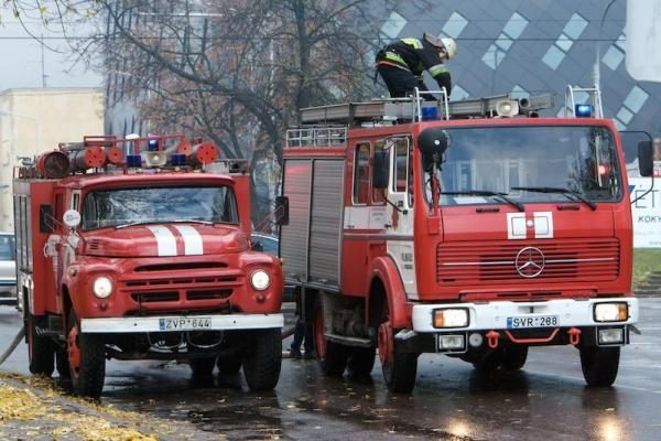 Šnipiškėse toliau siaučia gaisrai
