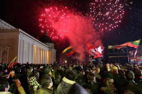 """Katedros aikštėje - iškilmingas kovo 11-osios koncertas """"Tikime laisve"""""""
