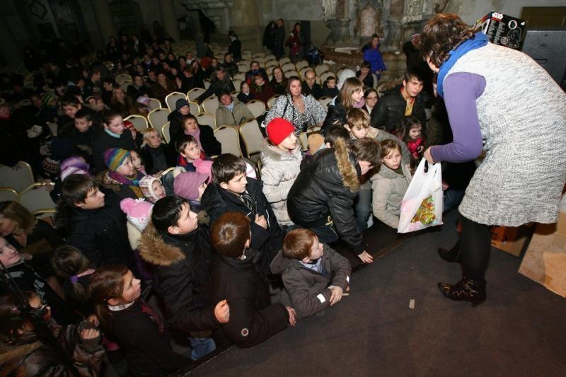 """Akcijos """"Padovanok gerumo snaigę"""" finale vaikai šoko su D.Katkumi"""