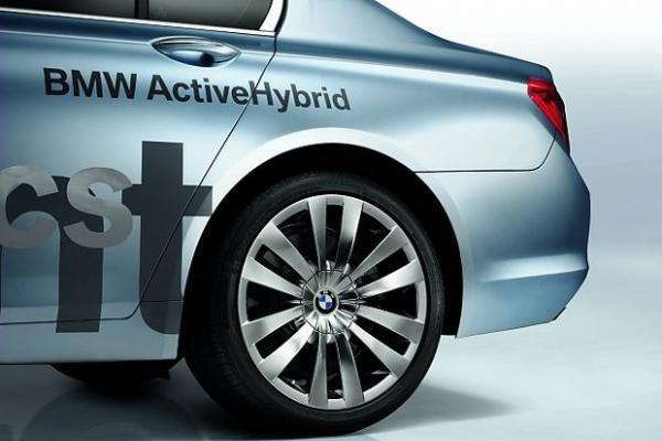 BMW 7-os serijos hibridinis modelis
