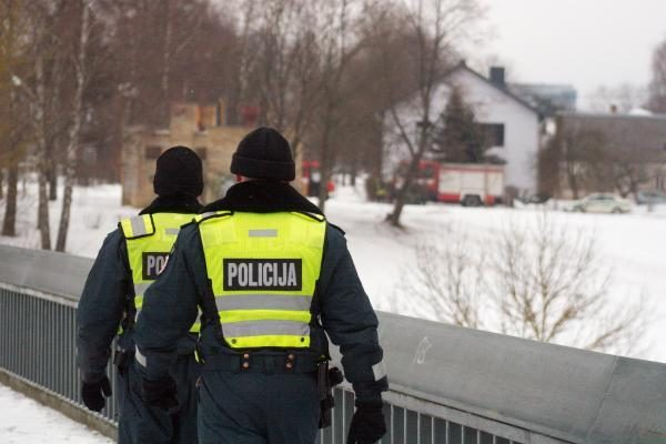 Prie tilto netoli Seimo rūmų į Nerį nušoko žmogus (papildyta)