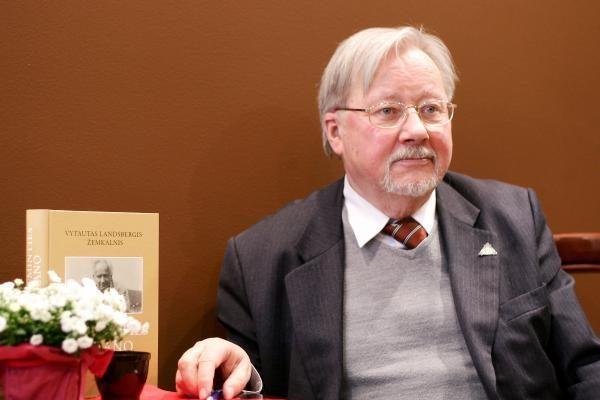 V.Landsbergis: prie A.Mickevičiaus paminklo įvyko perversmas