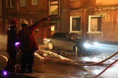 Palangoje padegtas automobilis