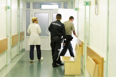 Dėl sulaužyto delnakaulio į ligoninę paguldytas jaunuolis