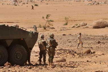 Afganistane sunkiai sužeistas lenkų kareivis