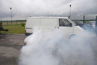 Nuo pasieniečių sprukusi mašina maskavosi dūmais