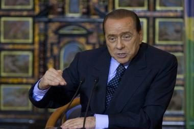 S.Berlusconi teks aiškintis dėl santykių su 18-mete
