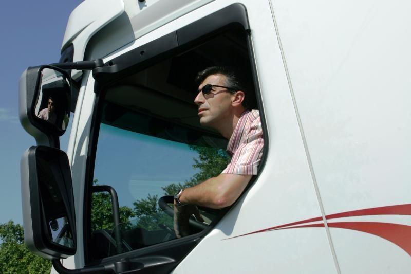 Vežėjai įdarbina vis daugiau vairuotojų iš užsienio