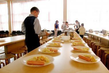 Mokyklose maitinimas organizuojamas pažeidžiant įstatymus